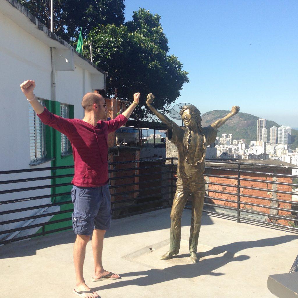 michael jackson statue rio favela