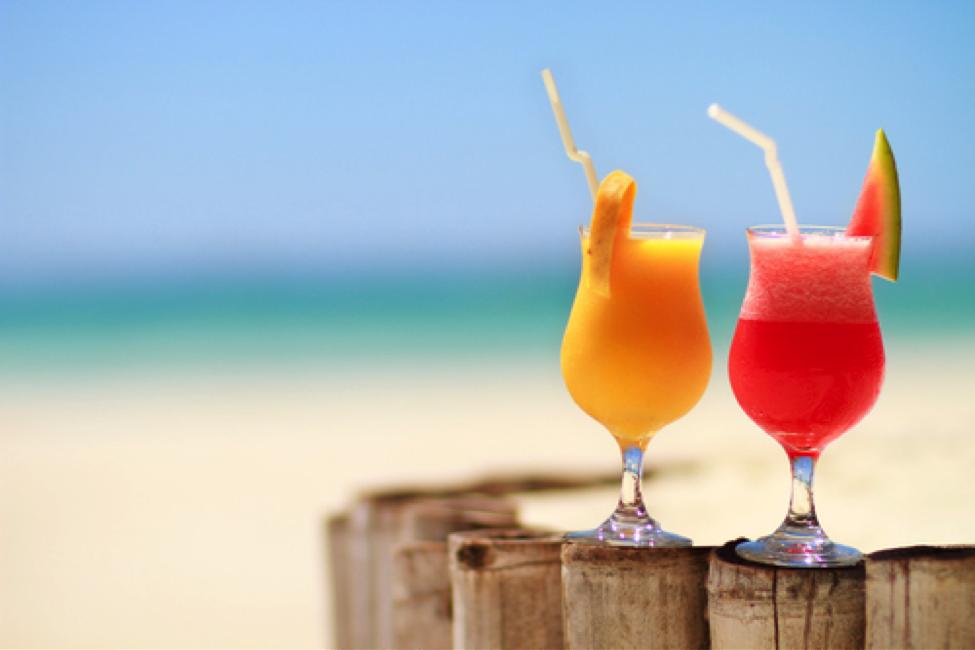 cocktails-on-beach